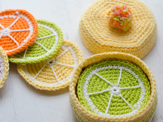 Free crochet coaster basket pattern.  Beautiful and fun crochet pattern!