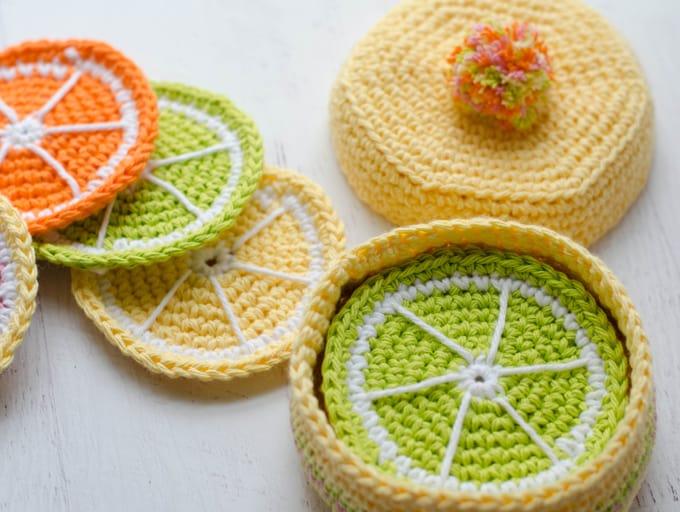 Free crochet coaster basket pattern.  Beautiful and fun crochet pattern!