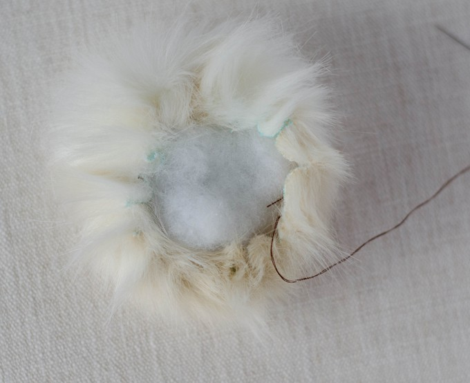 How to make a fur pom pom