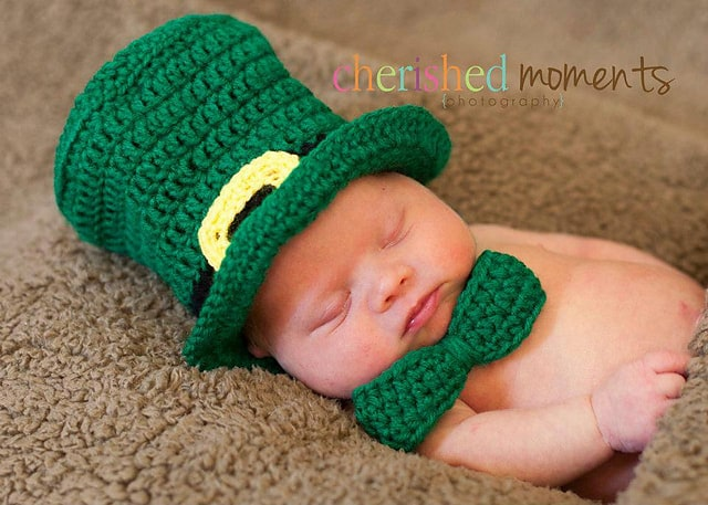 Baby in crochet leprechaunhat and green bow tie