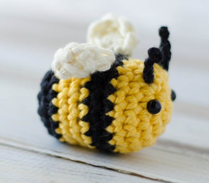 Free Pattern: Burt the Baby Honey Bee – Storyland Amis | 595x680
