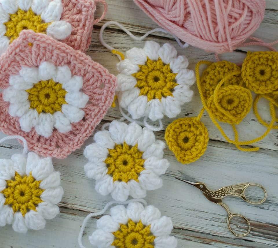 Daisy mae cal part 1 the crochet puff daisy square crochet 365 crochet puff daisy square izmirmasajfo