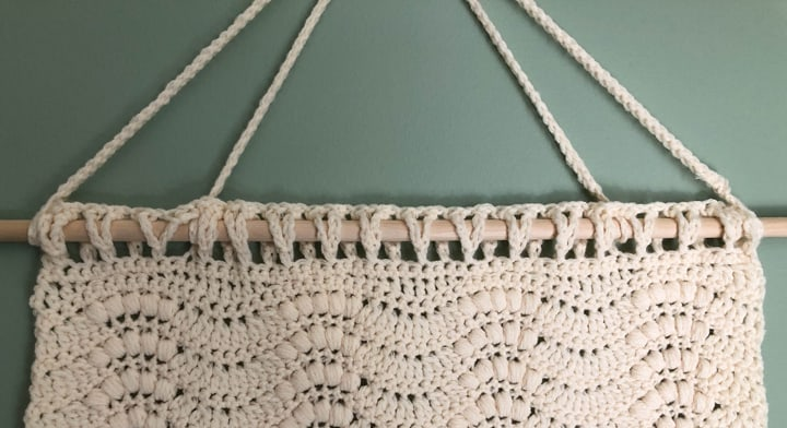 up close view of loops on crochet wallhanging