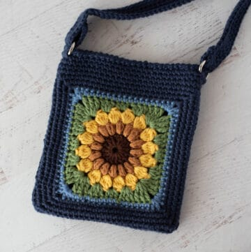 Blue crochet bag with yellow sunflower