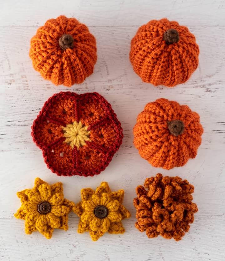 crochet flowers and pumpkins