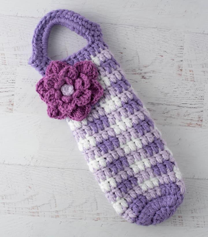 crochet vin vichy violet confortable avec une grande fleur violette