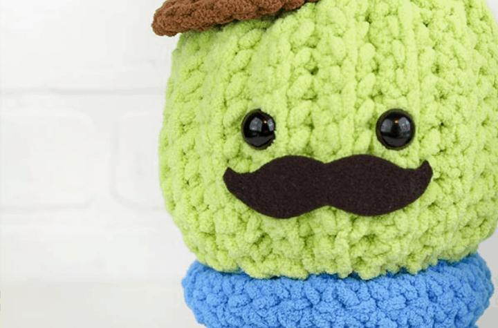 crochet amigurumi cactus with hat