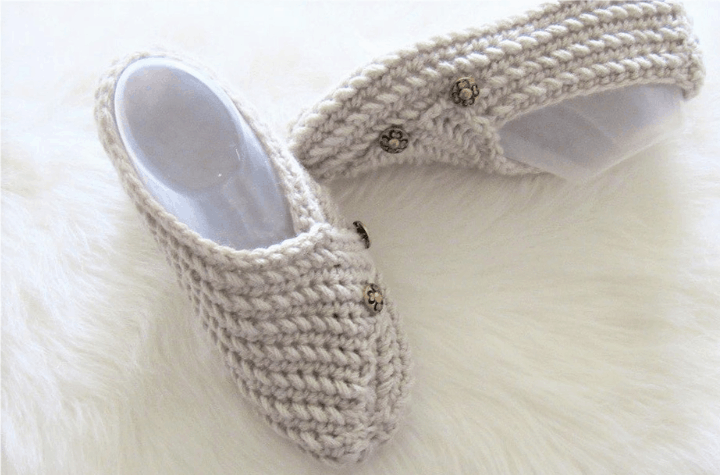 crochet slippers with little buttons