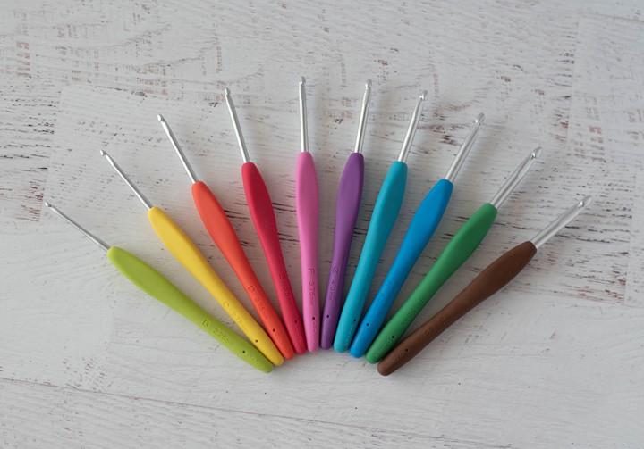 crochets multicolores avec poignées ergonomiques