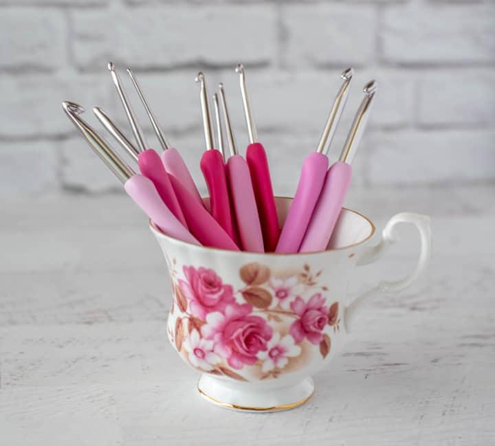 crochets roses en tasse de thé