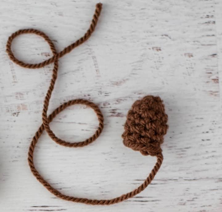 tallo de calabaza de crochet marrón